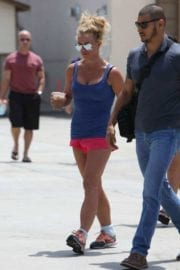 britney-spears-shopping-sephora-westlake-village-006