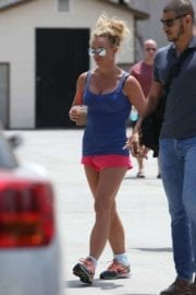 britney-spears-shopping-sephora-westlake-village-019