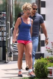 britney-spears-shopping-sephora-westlake-village-023