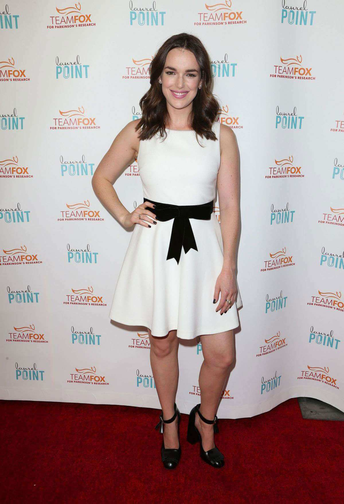 elizabeth-henstridge-attends-raising-bar-end-parkinsons-event-003