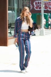gigi-hadid-leaves-apartment-new-york-004