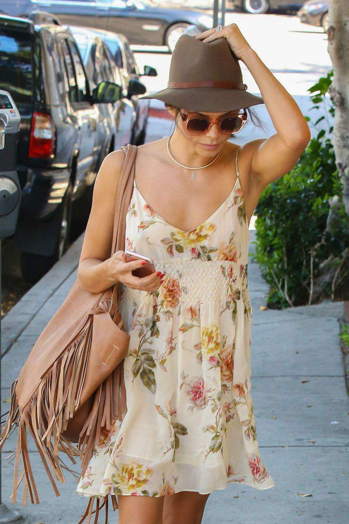 jenna-dewan-makes-stop-face-place-west-hollywood-003