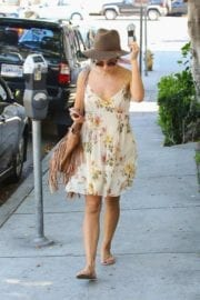 jenna-dewan-makes-stop-face-place-west-hollywood-007