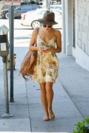 jenna-dewan-makes-stop-face-place-west-hollywood-008