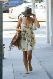 jenna-dewan-makes-stop-face-place-west-hollywood-009