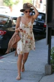 jenna-dewan-makes-stop-face-place-west-hollywood-010