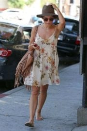 jenna-dewan-makes-stop-face-place-west-hollywood-011