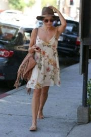 jenna-dewan-makes-stop-face-place-west-hollywood-012