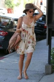 jenna-dewan-makes-stop-face-place-west-hollywood-013