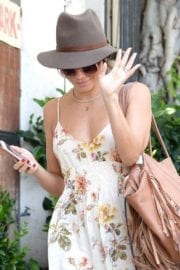 jenna-dewan-makes-stop-face-place-west-hollywood-016