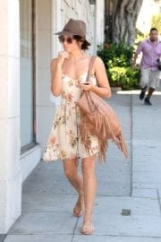 jenna-dewan-makes-stop-face-place-west-hollywood-017