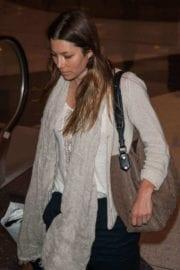 jessica-biel-lax-airport-los-angeles-001