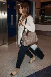jessica-biel-lax-airport-los-angeles-002