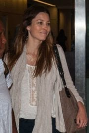 jessica-biel-lax-airport-los-angeles-003