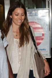 jessica-biel-lax-airport-los-angeles-004