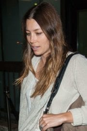 jessica-biel-lax-airport-los-angeles-008