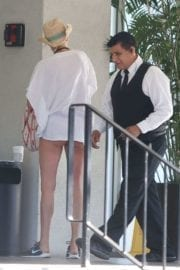 Kelly Rohrbach Throwing out some trash at a valet in Santa Monica 9