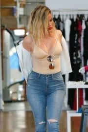 khloe-kardashian-shopping-los-angeles-004