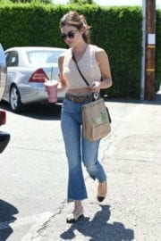lucy-hale-picking-lunch-kreation-los-angeles-006