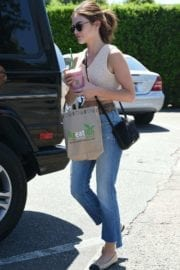lucy-hale-picking-lunch-kreation-los-angeles-007