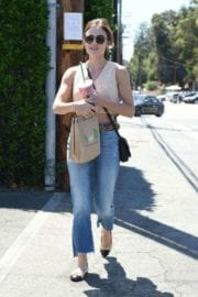 lucy-hale-picking-lunch-kreation-los-angeles-013
