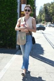 lucy-hale-picking-lunch-kreation-los-angeles-014