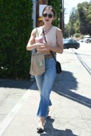 lucy-hale-picking-lunch-kreation-los-angeles-015