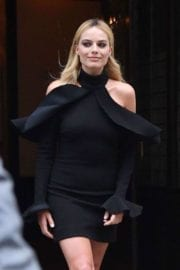 margot-robbie-tonight-show-starring-jimmy-fallon-new-york-013