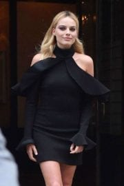 margot-robbie-tonight-show-starring-jimmy-fallon-new-york-016