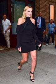 margot-robbie-tonight-show-starring-jimmy-fallon-new-york-025