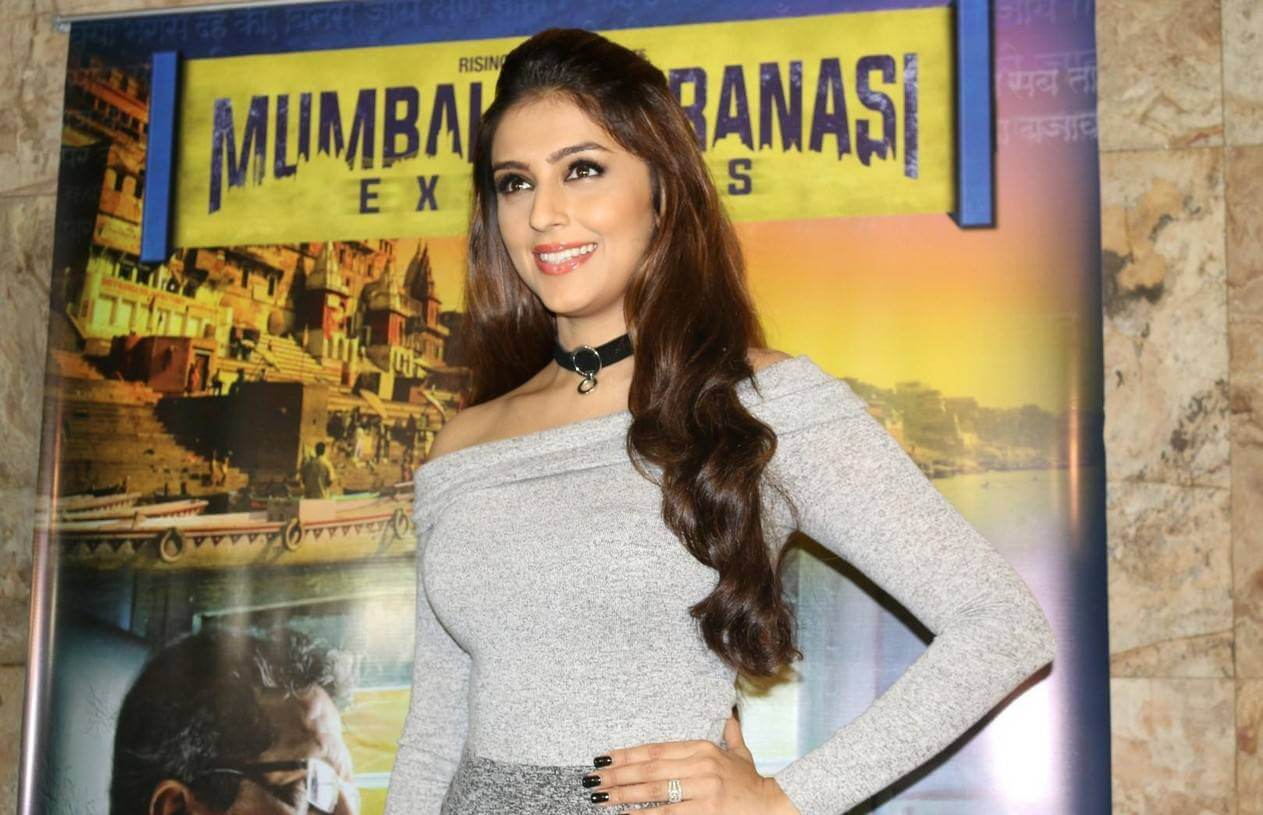 Aarti Chhabria at Mumbai Varanasi Express Screening Photos