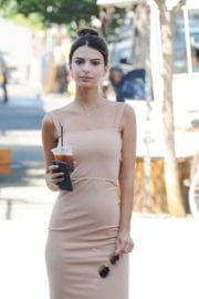 Emily Ratajkowski Out for Coffee in Los Angeles - 15/09/2016