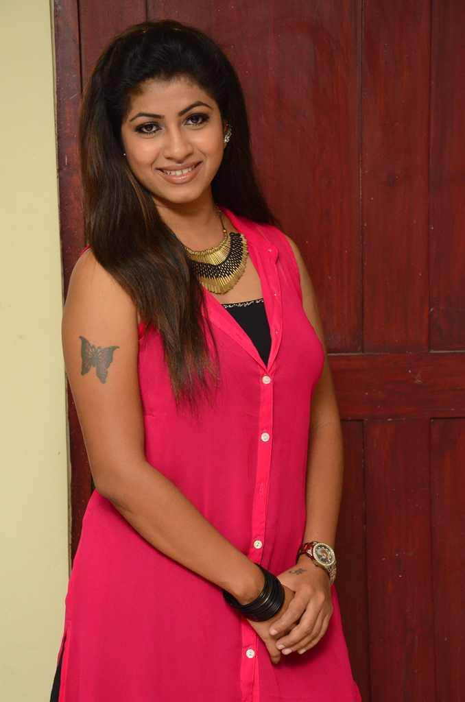 Geethanjali at Avanthika Movie Launch Photos
