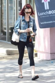Lily Collins Leaves a Hair Salon in West Hollywood - 16/09/2016