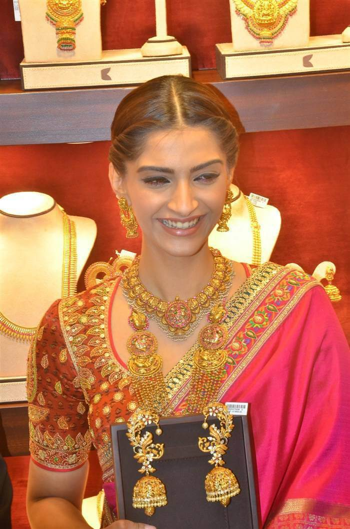 Sonam Kapoor at Kalyan Jewellers Inaguration Photos