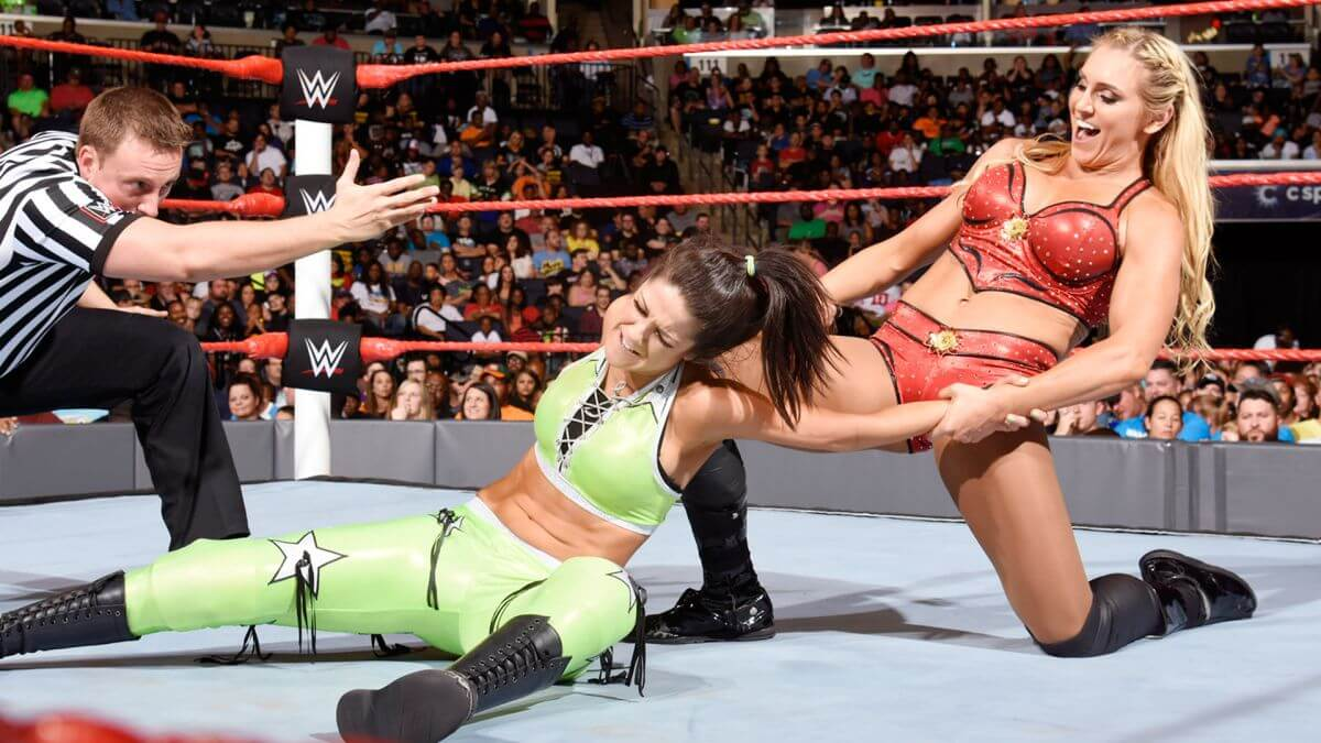 WWE Raw : Sasha Banks & Becky Lynch def. WWE Women Champion Charlotte & Dana Brooke