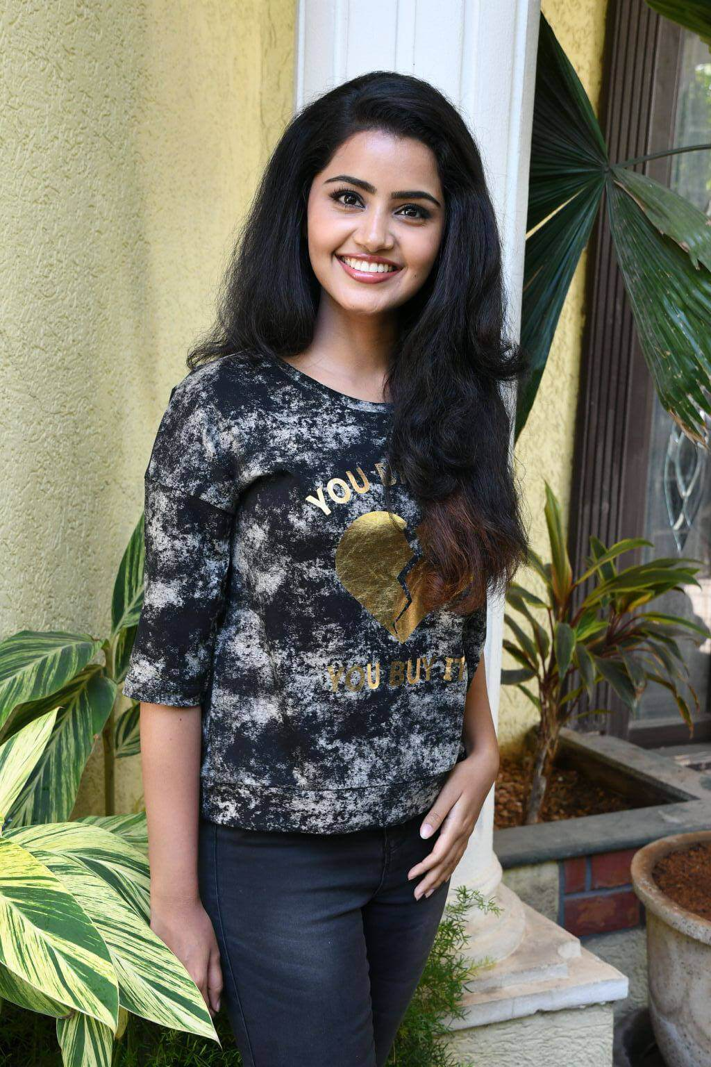 Anupama Parameswaran at Eedu Premam Interview Photos