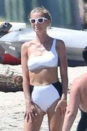 Gwyneth Paltrow Stills Bikini on the Beach in Cabo San Lucas