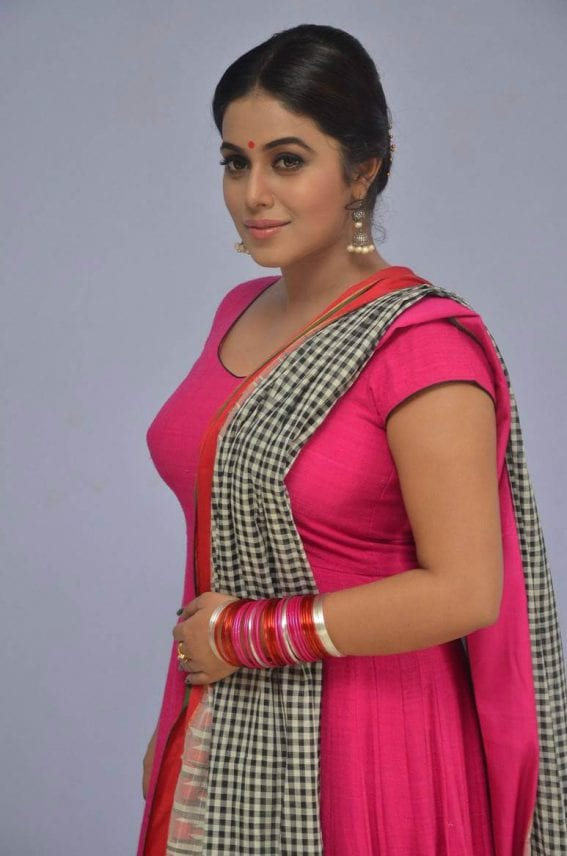 Poorna at Jayammu Nischayammu Raa Teaser Launch Photos
