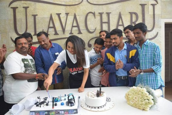Rakul Preet Singh Birthday 2016 Celebrations with Fans Images