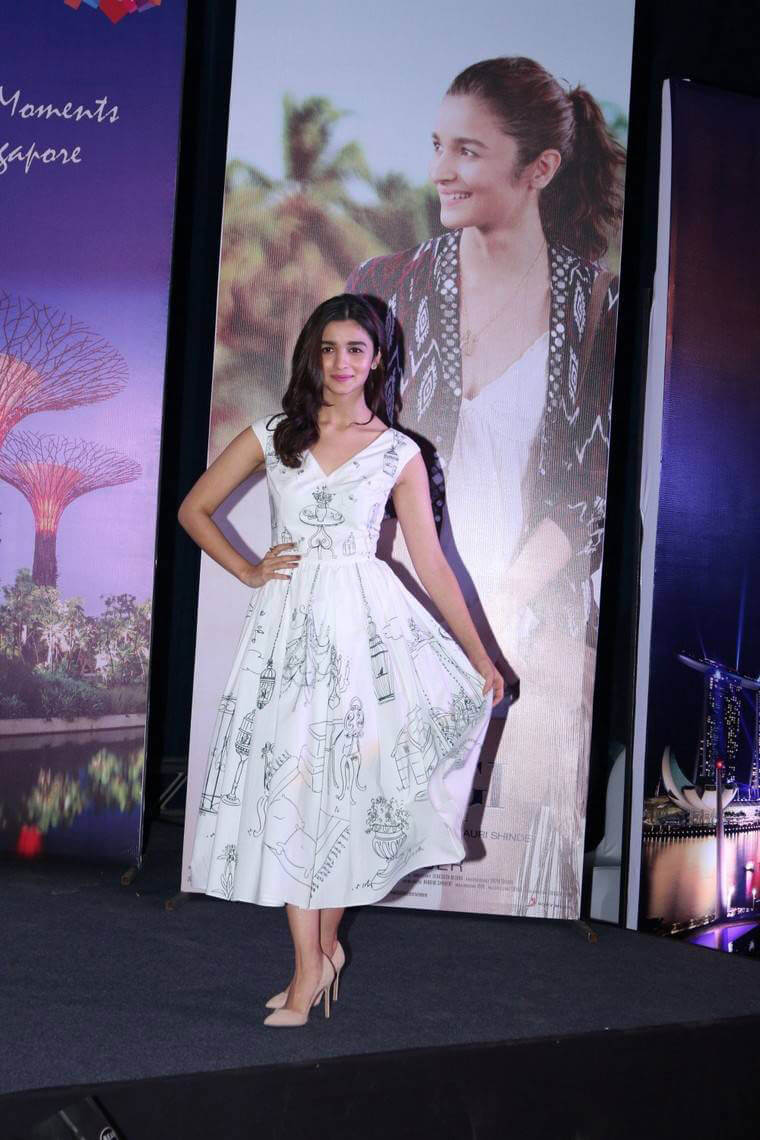 Alia Bhatt Promotes Singapore Tourism And Film Dear Zindagi Photos