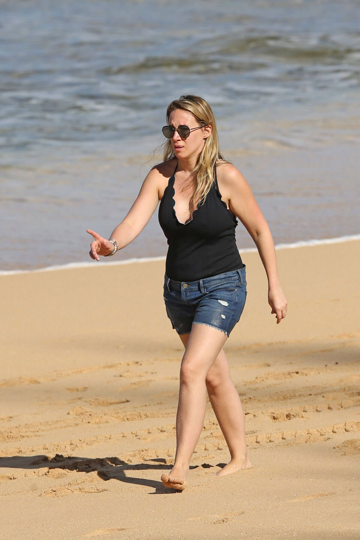 Haylie Duff Stills on the Beach in Hawaii Pics