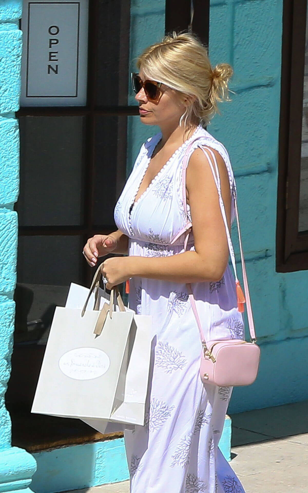 Holly Willoughby Stills Out Shopping in Barbados Images