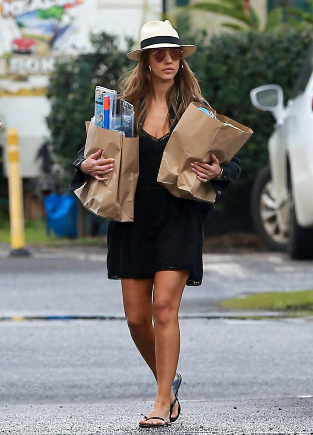 Jessica Alba Out Shopping in Hawaii Photos