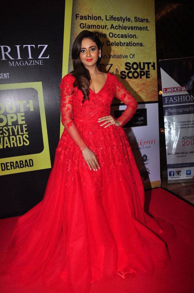 Parul Yadav at South Scope Lifestyle Awards 2016 Red Carpet