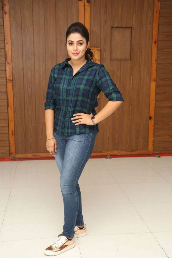 Poorna at Jayammu Nischayammu Raa Interview