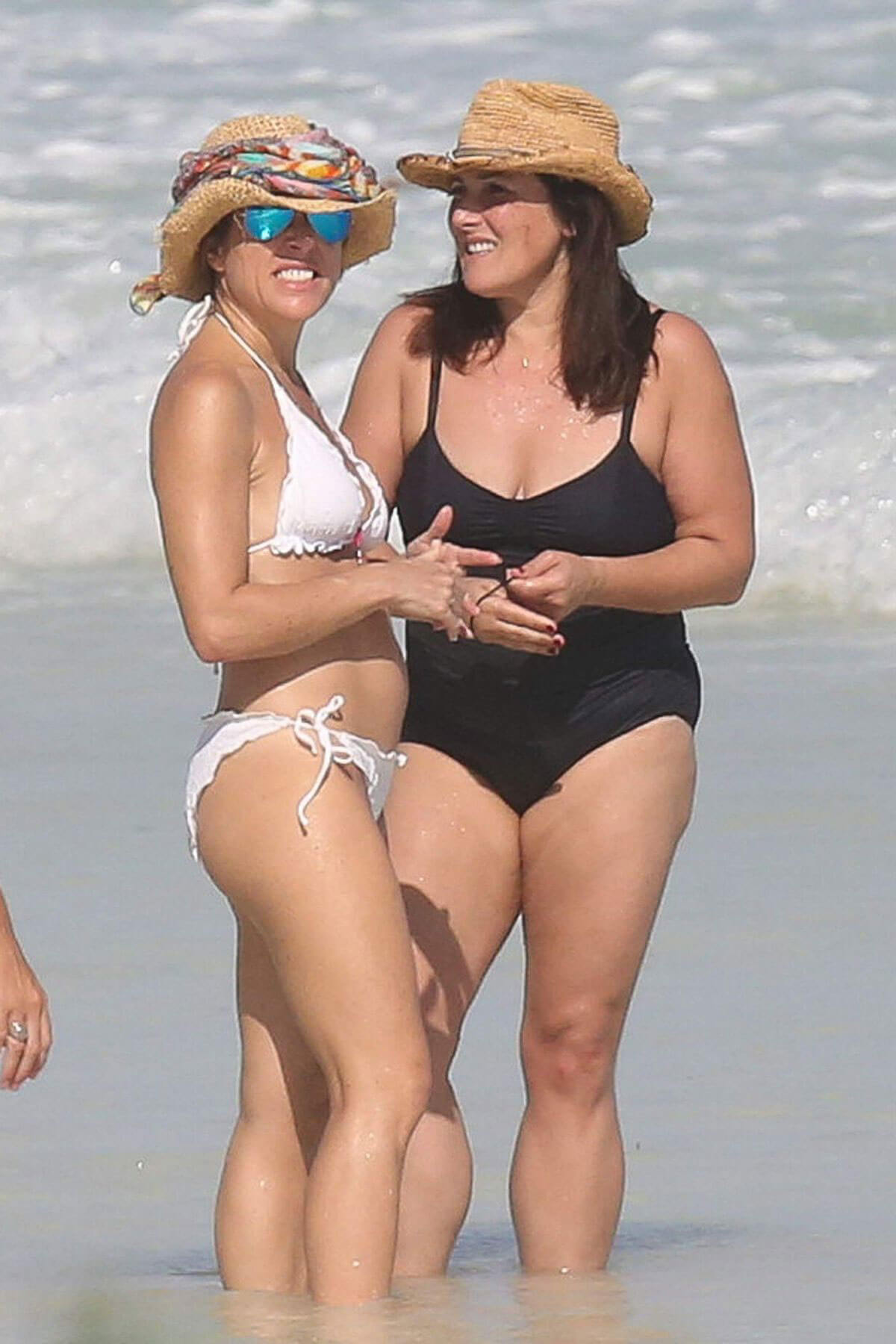 Ricki Lake in Swimsuit with a Friend on the Beach in Cancun Photos