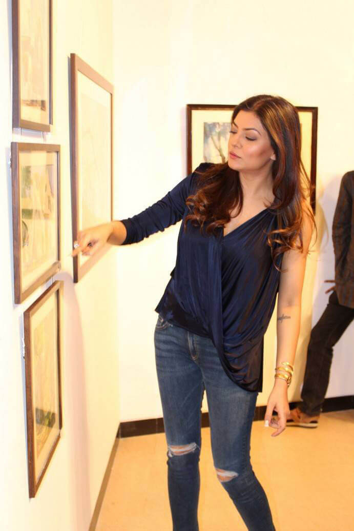Sushmita Sen at The Late John Fernandes Art Show Inauguration