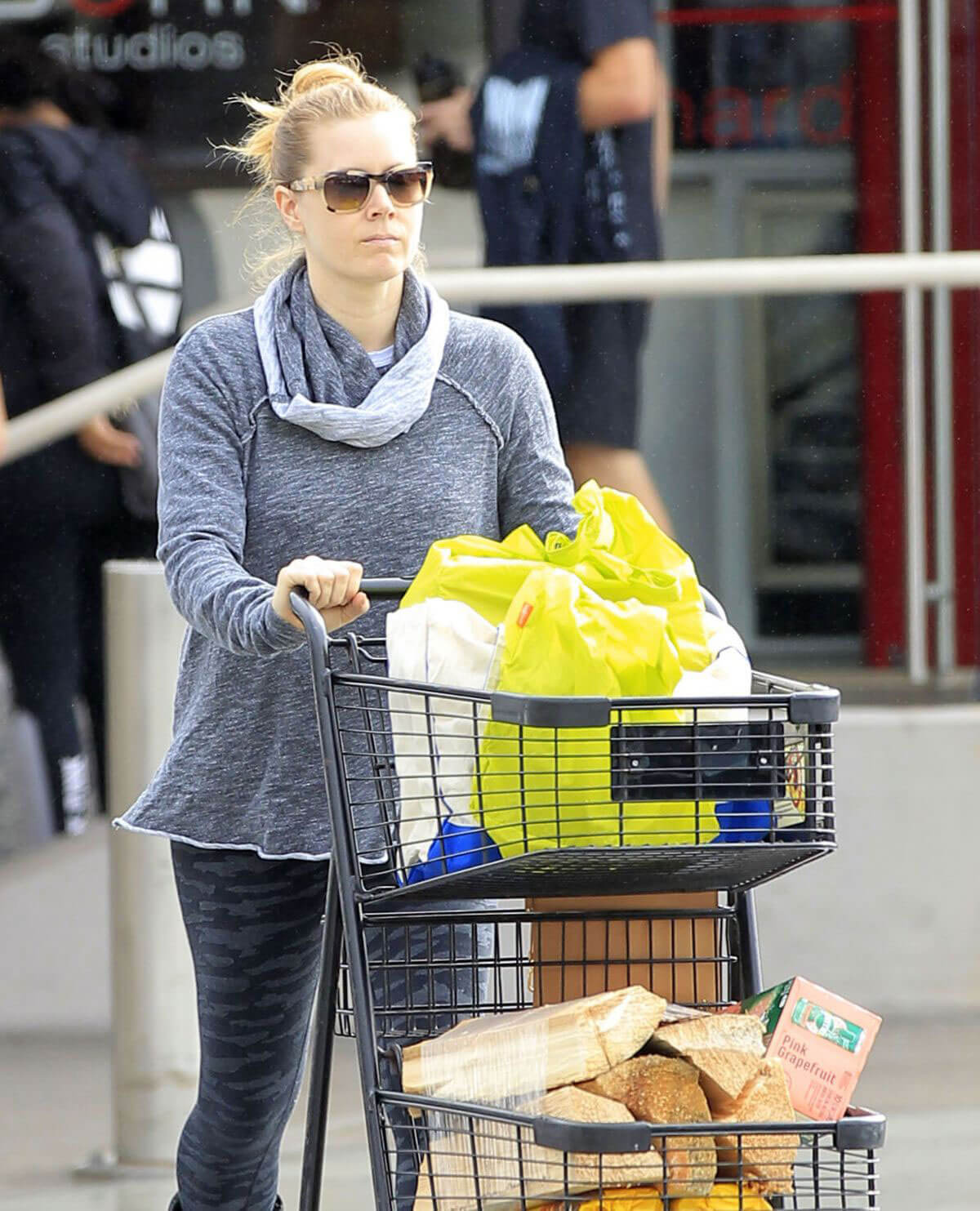 Amy Adams Shopping for Groceries in Los Angeles