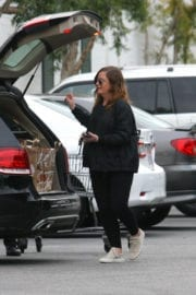 Amy Poehler Stills Shopping for Grocery at Bristol Farms in West Hollywood